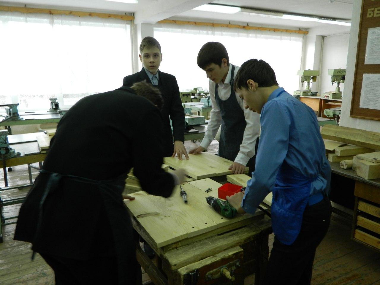 """Процесс изготовления будок в МБОУ """"Лицей №1"""""""